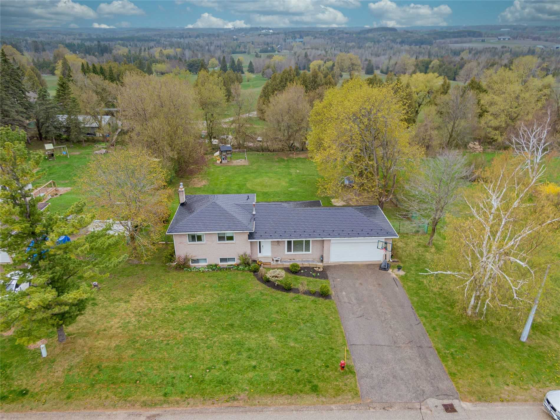 37 Erin Heights Dr