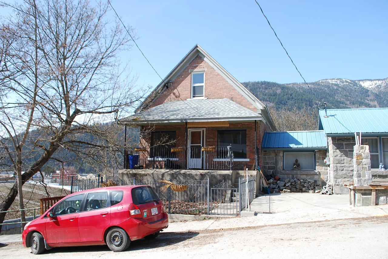 615 Victoria Street