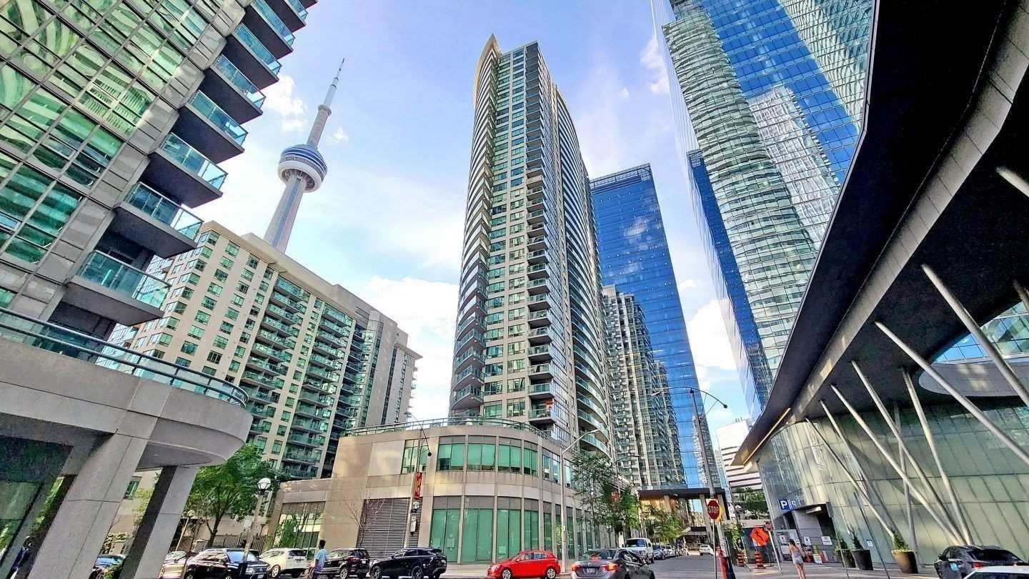 1606 - 30 Grand Trunk Cres